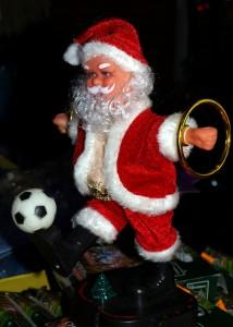 Der Weihnachtsmann als Kitschsymbol (Quelle und Urheber: pixelio.de/ CFalk