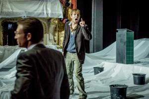 Thomas Stockmann rastet bei seiner sozialkritischen Rede aus (Quelle: Stadttheater Fürth).