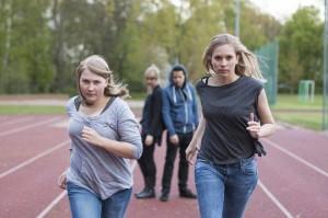 Ada (Sandra Knocke, Anna Hampel) und Alev (Julia Hellberg, Andreas Pommer)