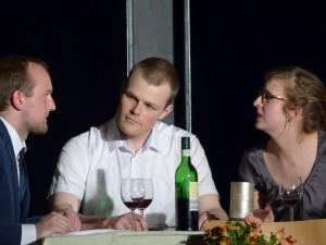 Leben auf Kosten von Biedermanns schlechtem Gewissen: die Brandstifter, gespielt von Patrick Vogel und Kirstin Kwiet (Foto: Dennis Dreher)
