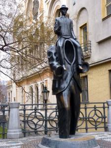 Das Kafka-Denkmal in Prag (Quelle: Wikimedia Commons/ Dudva).