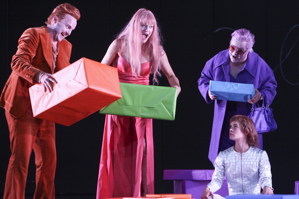 Daniel Scholz, Nicola Lembach, Pius Maria Cüppers, Henriette Schmidt Foto: Staatstheater Nürnberg