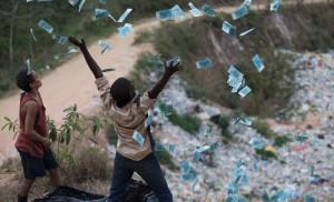 Rickson Tevez, Eduardo Luis und Gabriel Weinstein in Trash. Foto: Universal