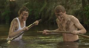 Madeleine (Adèle Haenel) und Arnaud (Kévin Azaïs) fischen im Fluss © Nord-Ouest Films / Tiberius Film