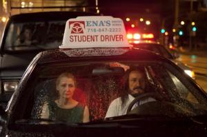 Kaputte Beziehungen und jetzt auch noch Regen: Wendy (Patricia Clarkson) und Darwan (Ben Kingsley) nach der Fahrstunde Bild: NFP