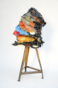 Moritz Götze, Dedicated to the One I Love, 2015, Vinyl-Skulptur auf Sockel, 110 x 40 x 50 cm, Courtesy of Galerie Rothamel, Erfurt/Frankfurt am Main, Foto: Markus Werner, Halle.