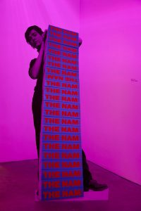 Fiona Banner, NAM stack, 1997, C-Print, Aluminium/C-type print, Installation Ikon Gallery 2015; Courtesy Fiona Banner und Ikon Gallery, Photo by Stuart Whipps