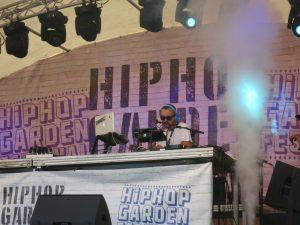 Die Djs, zum Beispiel Dj Drastic, sorgten für Stimmung und Hip Hop Vibes. Bild: Robin Trurnit