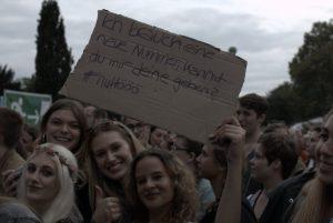 Auch das Publikum punktete mit Humor, was dieses kreative Schild beweist. Bild: Frank Lerke