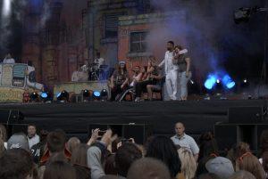 Die Freiwilligen auf der Bühne. Bild: Frank Lerke