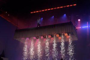 Spektakuläres Bühnebild bei Cro Teil Eins Bild: Frank Lerke